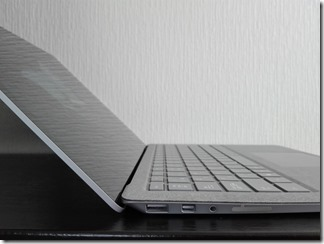 Surface Laptop左側面