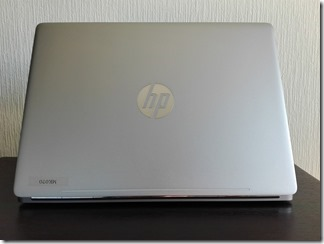 「HP EliteBook Folio G1」の天板