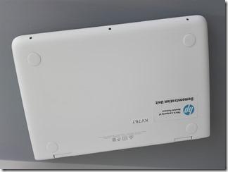 「HP x360 11-ab000」の底面
