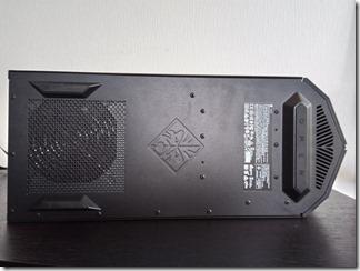 「OMEN by HP Desktop 880-184jp」の底面