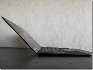「Surface Laptop 2」ディスプレイの最大傾斜角度