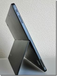 「dynabook DZ83/J」左側面